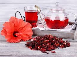 tea types - hibiscus tea along with hibiscus flower and its dried petals