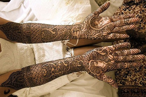 beautiful mehndi design with full of curved lines