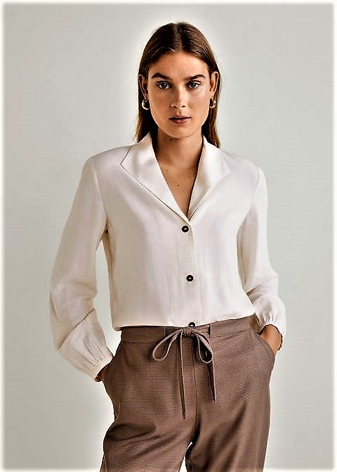 Revers collar white shirt