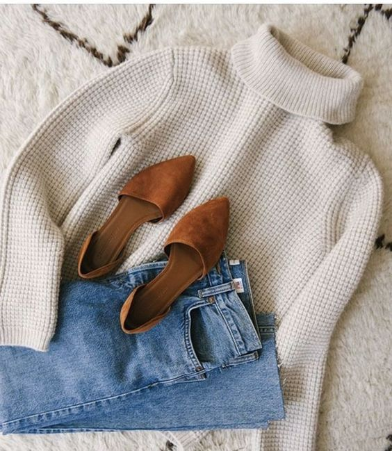 turtle neck sweater minimal fashion
