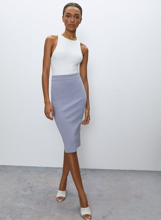 2. Fitted skirt (Pencil skirt/Tube skirt)